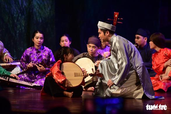 Trăm năm cải lương xúc động đêm diễn tôn vinh thầy Ba Đợi - Ảnh 10.