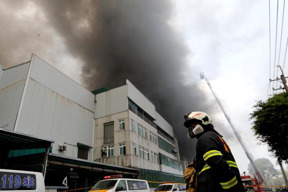 Cháy lớn tại nhà máy ở Đài Loan có nhiều lao động Việt Nam - Ảnh 1.