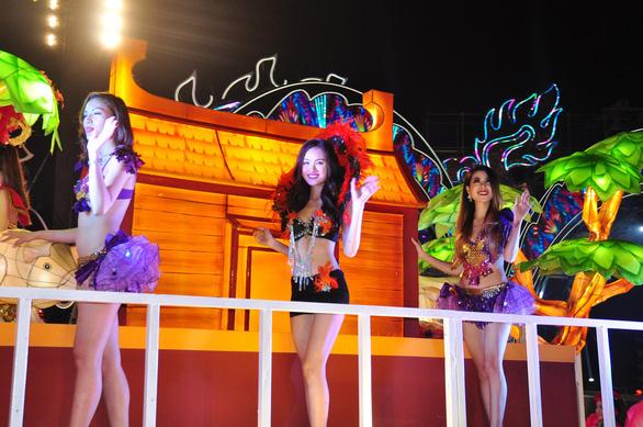 Rực rỡ sắc màu đêm Carnaval Hạ Long - Ảnh 4.