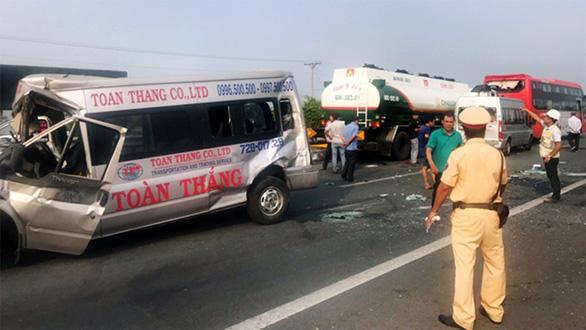 Khói mù mịt, nhiều xe tông nhau trên cao tốc TP.HCM - Long Thành - Ảnh 14.