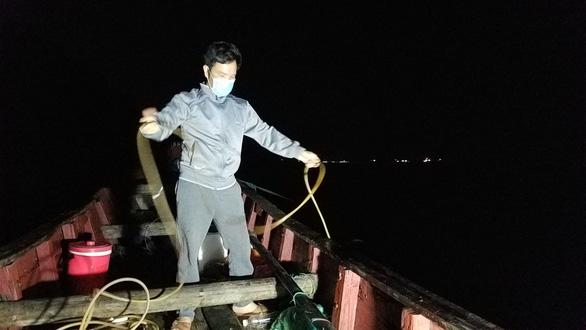 Gian nan nghề lặn tôm hùm - Ảnh 4.