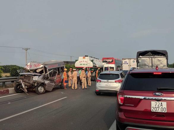 Khói mù mịt, nhiều xe tông nhau trên cao tốc TP.HCM - Long Thành - Ảnh 20.