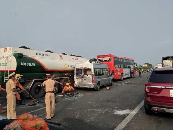 Khói mù mịt, nhiều xe tông nhau trên cao tốc TP.HCM - Long Thành - Ảnh 19.