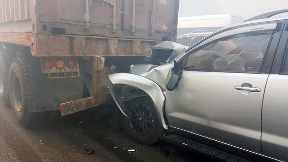 Khói mù mịt, nhiều xe tông nhau trên cao tốc TP.HCM - Long Thành - Ảnh 17.