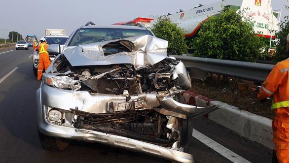 Khói mù mịt, nhiều xe tông nhau trên cao tốc TP.HCM - Long Thành - Ảnh 16.