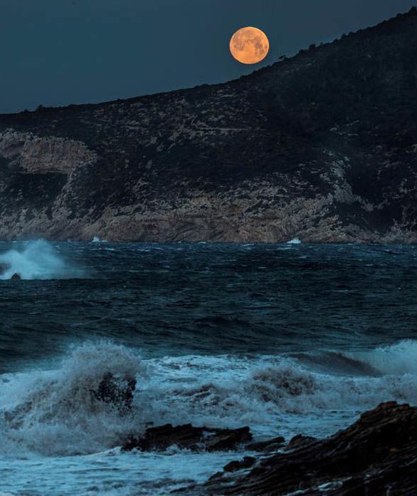 Ngắm trăng xanh lần thứ hai trong năm 2018 - Ảnh 7.
