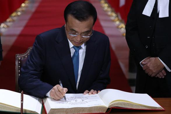 Thủ tướng Trung Quốc buồn lòng vì chế tạo không nổi viên bi trên cây bút - Ảnh 1.