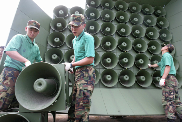 Hàn Quốc tuyên bố dẹp trước dàn loa phóng thanh ở DMZ - Ảnh 1.