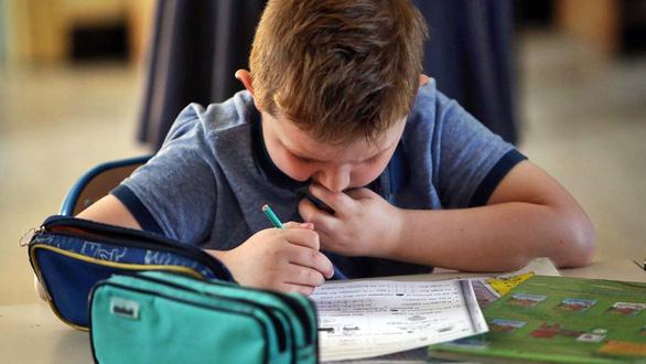 Cải cách giáo dục Pháp bị giáo viên phản ứng vì rập khuôn - Ảnh 3.
