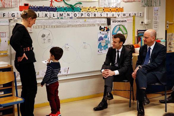 Cải cách giáo dục Pháp bị giáo viên phản ứng vì rập khuôn - Ảnh 1.