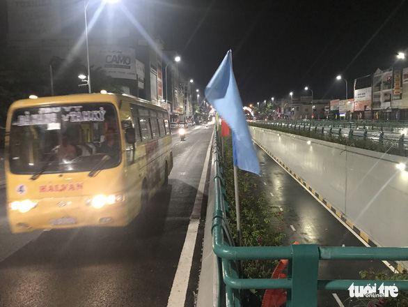 Hầm chui Đà Nẵng thành sông sau cơn mưa đêm - Ảnh 9.