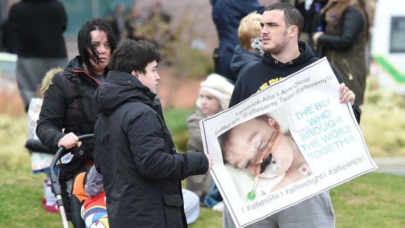 Facebook sửa thuật toán, tạo ra đội quân nửa triệu người cứu bé Alfie Evans - Ảnh 3.
