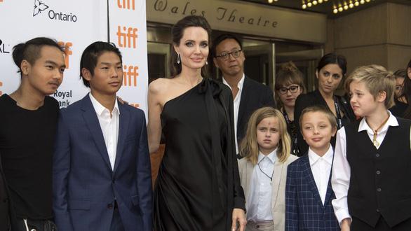 Brad Pitt và Angelina Jolie đồng ý 'dứt điểm' chuyện ly hôn - Ảnh 2.