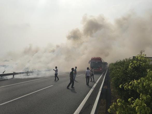 Công bố điều tra ban đầu vụ nhiều xe tông nhau trên cao tốc - Ảnh 1.