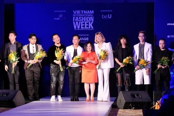 30 nhà thiết kế, 400 người mẫu tham gia Tuần lễ thời trang quốc tế  - Ảnh 2.