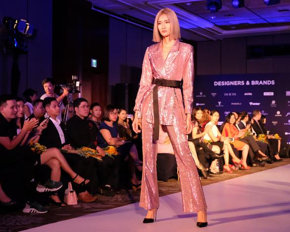 30 nhà thiết kế, 400 người mẫu tham gia Tuần lễ thời trang quốc tế  - Ảnh 7.