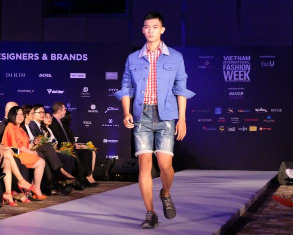 30 nhà thiết kế, 400 người mẫu tham gia Tuần lễ thời trang quốc tế  - Ảnh 8.