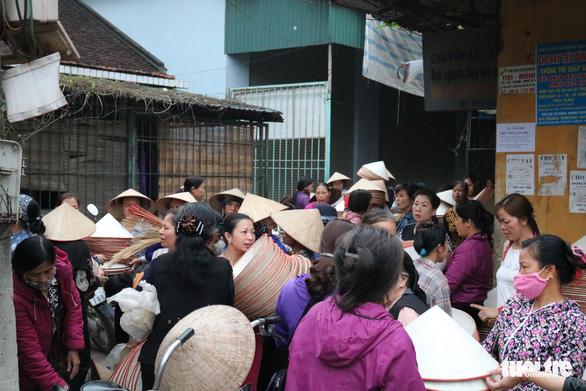 Phiên chợ nón làng Chuông bán chạy khắp nơi, mua ngồi 1 chỗ - Ảnh 3.