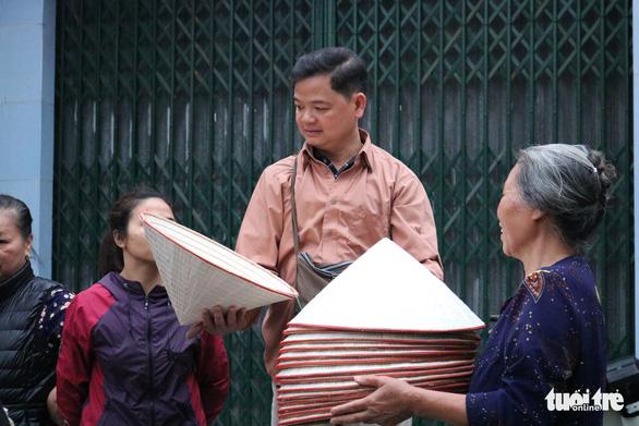 Phiên chợ nón làng Chuông bán chạy khắp nơi, mua ngồi 1 chỗ - Ảnh 8.
