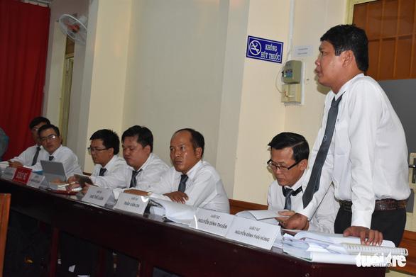 7 luật sư bào chữa, đại gia không thoát tội giao cấu với trẻ em - Ảnh 2.