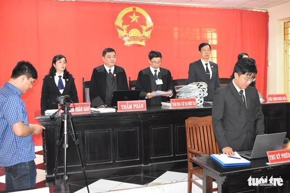 7 luật sư bào chữa, đại gia không thoát tội giao cấu với trẻ em - Ảnh 3.
