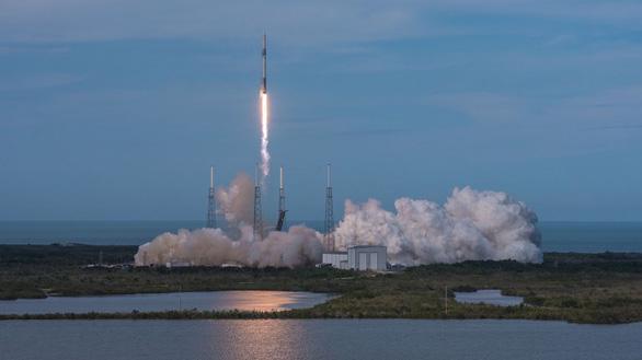 SpaceX phóng tên lửa mang theo… tinh trùng lên ISS - Ảnh 1.
