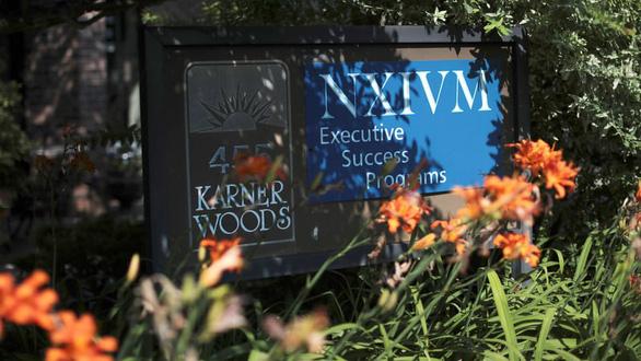 Nhận diện tà giáo nô lệ tình dục NXIVM có sao Hollywood tham gia - Ảnh 7.