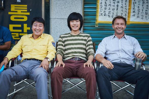 A taxi driver - phim ăn khách nhất màn ảnh Hàn năm 2017 - Ảnh 8.