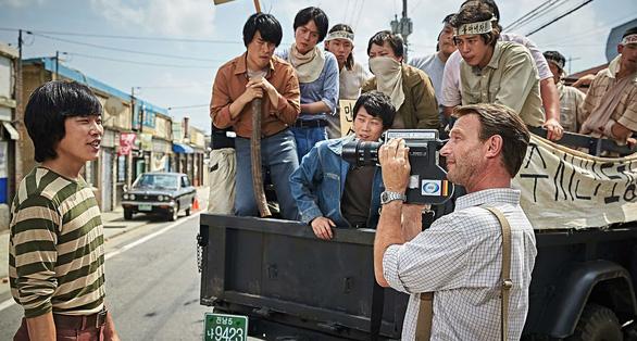 A taxi driver - phim ăn khách nhất màn ảnh Hàn năm 2017 - Ảnh 3.