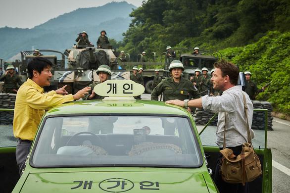 A taxi driver - phim ăn khách nhất màn ảnh Hàn năm 2017 - Ảnh 5.