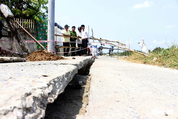 Nhà mới xây tránh sạt lở tiếp tục bị hàm ếch gây nứt - Ảnh 4.