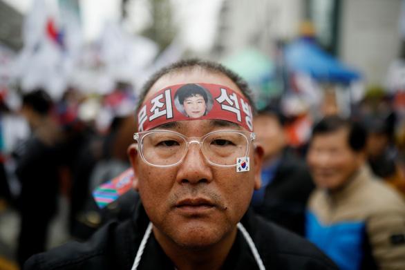 Bản án bà Park chặt đứt quan hệ quyền lực và tập đoàn - Ảnh 2.