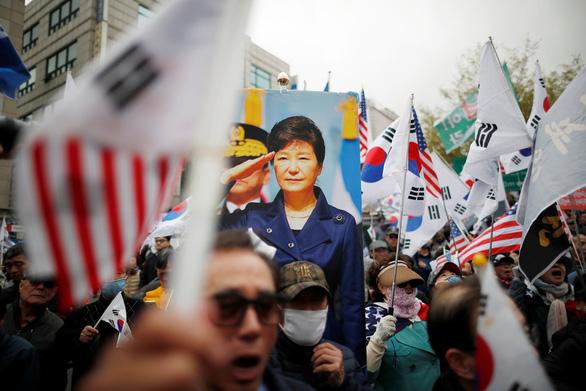 Bản án bà Park chặt đứt quan hệ quyền lực và tập đoàn - Ảnh 4.