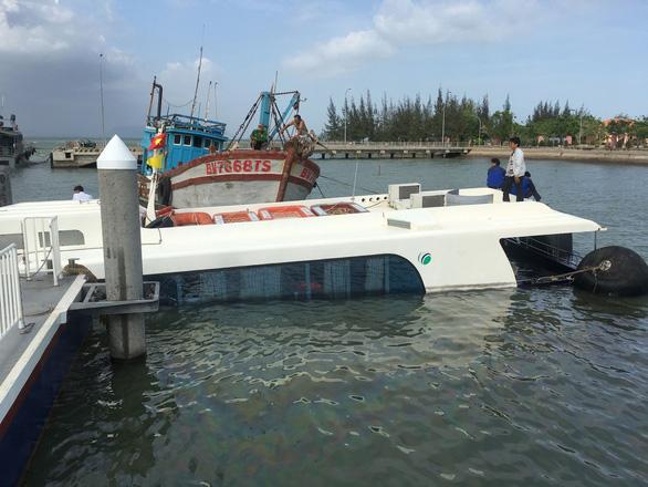 Tiến hành trục vớt tàu cao tốc bị nạn tại biển Cần Giờ - Ảnh 3.