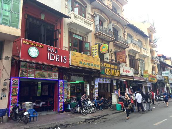 Phố chợ ngoại trong lòng Sài Gòn - Ảnh 1.