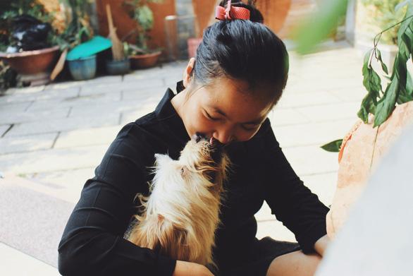 Cô gái 9X làm mẹ của hơn 100 chó mèo hoang - Ảnh 7.