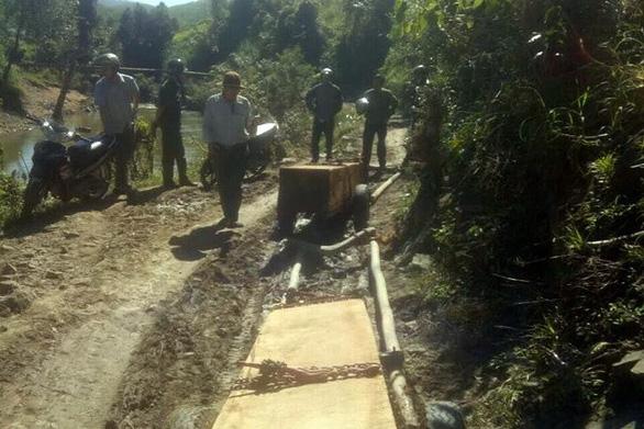Điều tra đoàn xe độ chở gỗ lậu ra khỏi rừng - Ảnh 2.