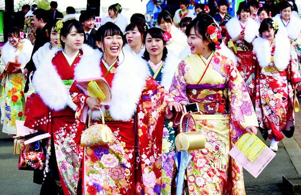 Thiếu nữ Nhật rạng rỡ kimono trong lễ trưởng thành - Ảnh 5.