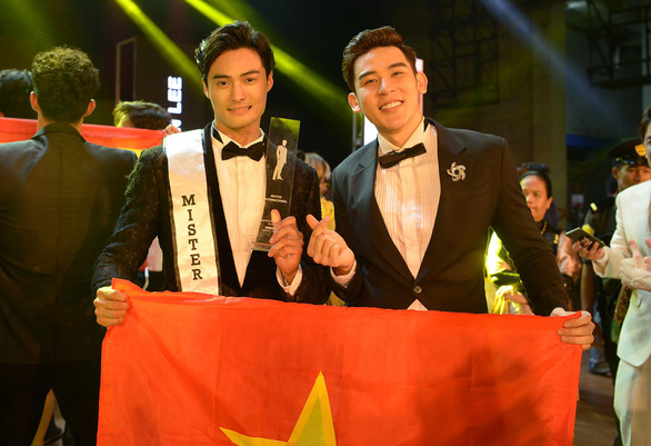 Trang phục dân tộc hơn 40 ký khiến Minh Trung dừng ở top 5 - Ảnh 3.