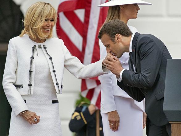 Thân tín của Tổng thống Pháp là ai? Vợ ông ấy - Ảnh 1.