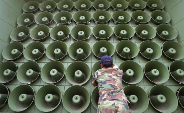 Hình ảnh dỡ bỏ dàn loa tuyên truyền của Hàn Quốc - Ảnh 4.