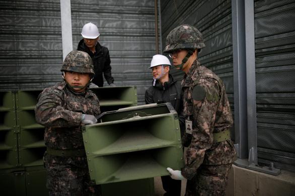 Hình ảnh dỡ bỏ dàn loa tuyên truyền của Hàn Quốc - Ảnh 9.