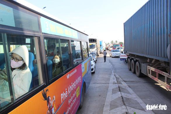 Tài xế phản ứng mức miễn giảm, BOT Ninh Lộc xả trạm - Ảnh 5.