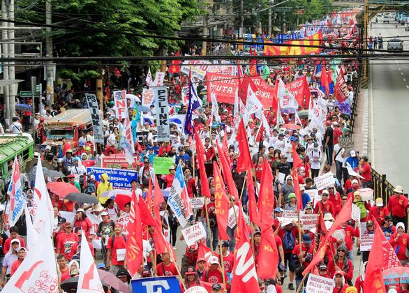 Dân Philippines xuống đường đòi tổng thống Duterte giữ lời hứa - Ảnh 4.