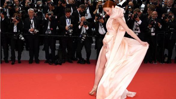 Dàn người đẹp vô danh và phản cảm trên thảm đỏ Cannes - Ảnh 13.