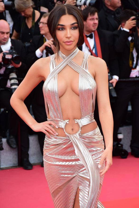 Dàn người đẹp vô danh và phản cảm trên thảm đỏ Cannes - Ảnh 8.