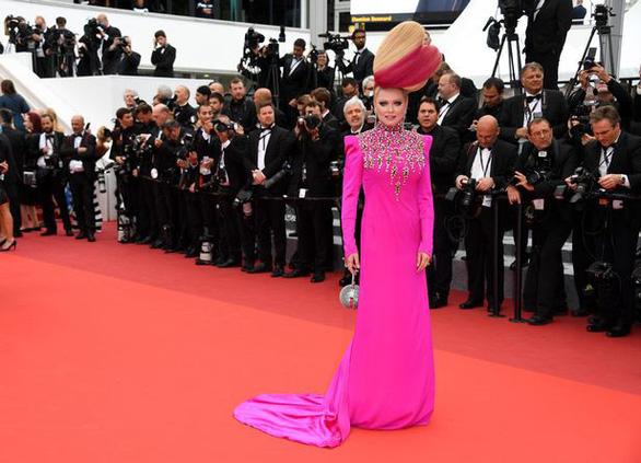 Dàn người đẹp vô danh và phản cảm trên thảm đỏ Cannes - Ảnh 1.