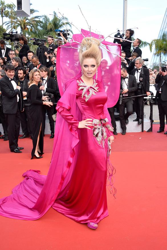 Dàn người đẹp vô danh và phản cảm trên thảm đỏ Cannes - Ảnh 2.
