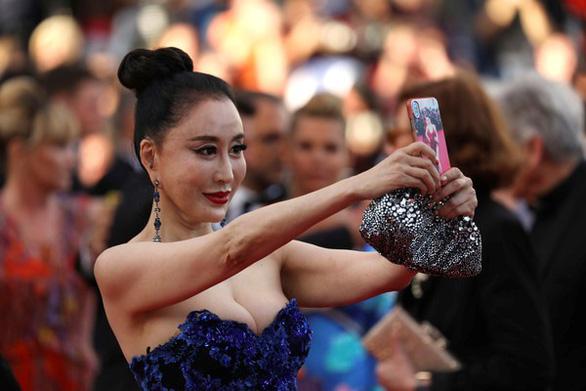 Dàn người đẹp vô danh và phản cảm trên thảm đỏ Cannes - Ảnh 5.