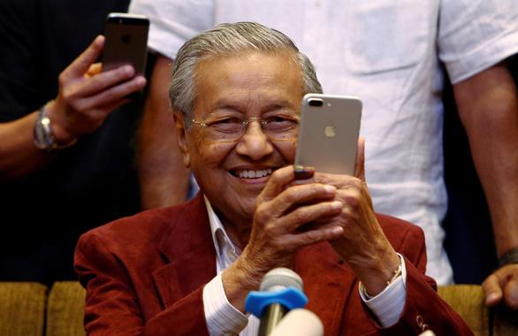 Vì sao người trẻ Malaysia ủng hộ thủ tướng 92 tuổi Mahathir? - Ảnh 1.